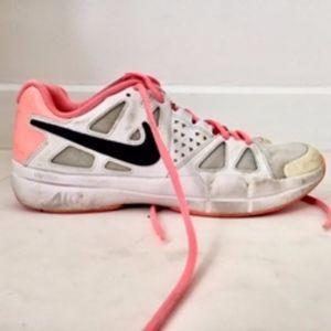 Nike Women's tennis sneakers used, size 8.5